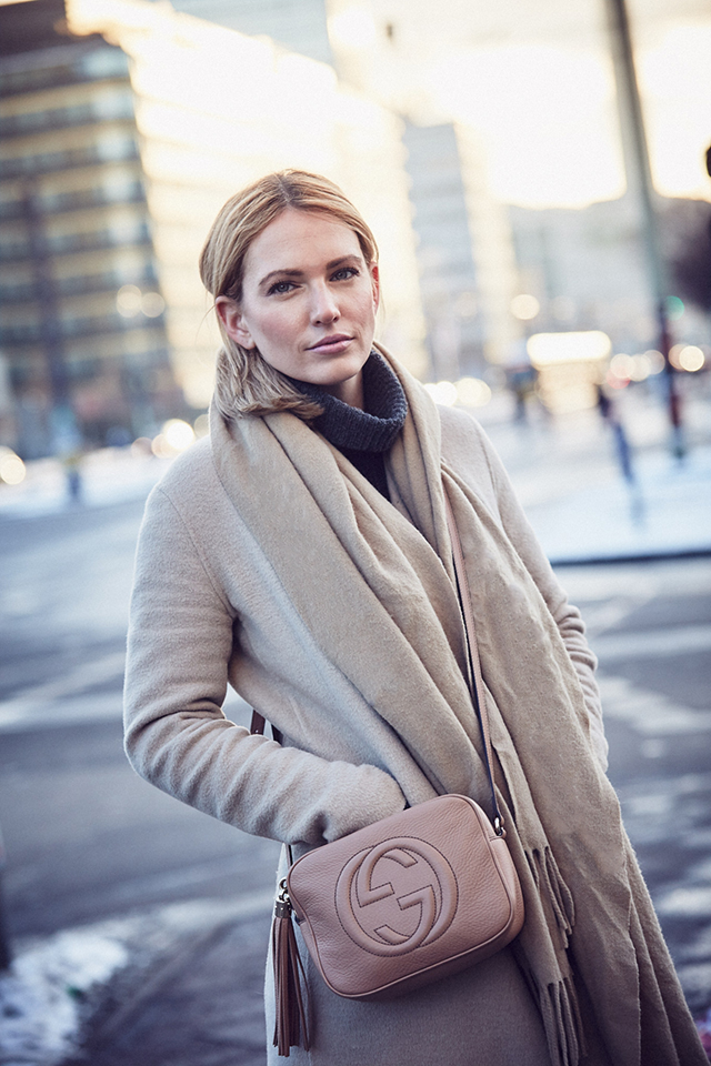 anne_kathrin_strauß_berlin_soho_house_les_attitudes_camel_coat 3
