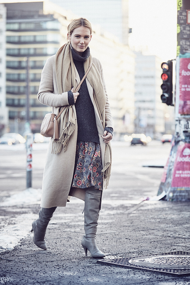 anne_kathrin_strauß_berlin_soho_house_les_attitudes_camel_coat 5