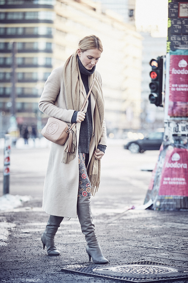 anne_kathrin_strauß_berlin_soho_house_les_attitudes_camel_coat
